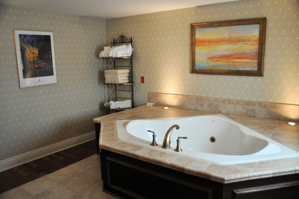 A jetted tub in the Charley Creek Inn guest room.
