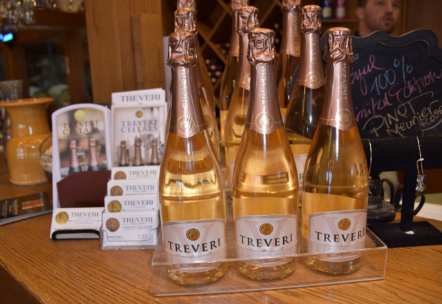 Treveri Cellars makes sparkling wines.